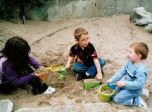 Children making friends in the sand area at a park. Image: Andre Engels