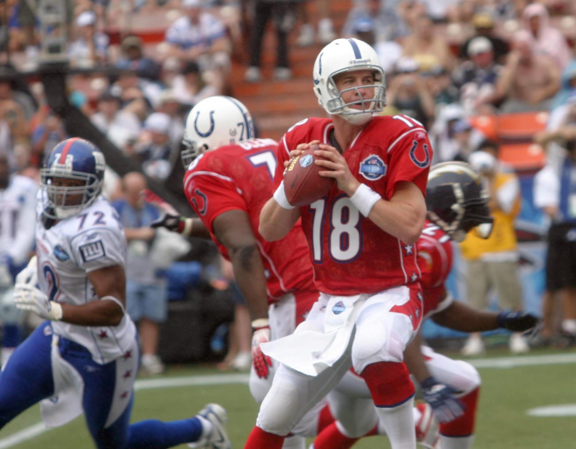 Peyton Manning playing for the Indianapolis Colts at the 2006 Pro Bowl