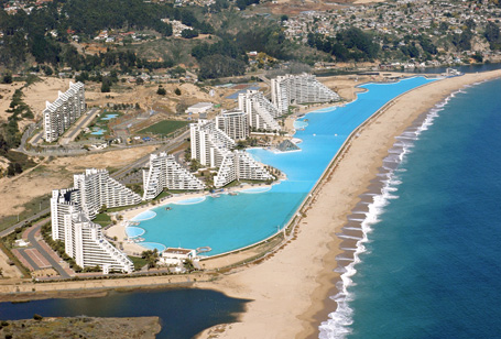 The biggest swimming pool in the world for Piscina u de chile
