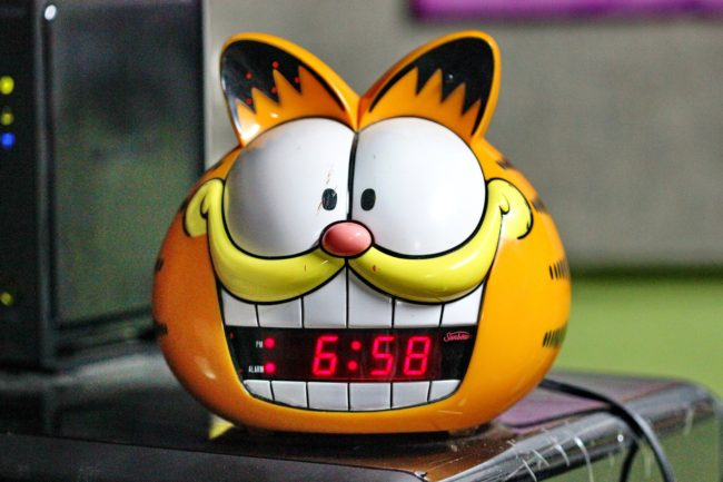 A Garfield alarm clock, showing the time 6:58