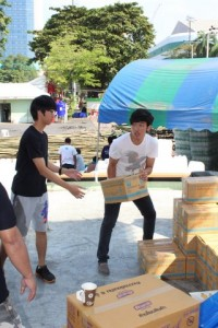 Students helping out during the flood in Thailand CF