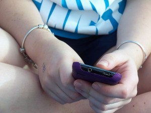 Teen girl texting. Image: Summer Skyes 11