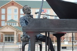 A statue by Andy Davis in Ray Charles Plaza in Albany, Georgia. Image: Bubba73, Jud McCranie