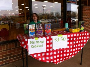 A girl selling Girl Scout cookies. Image: Drmies